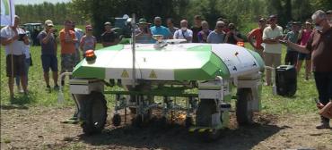 biotecnologia:-dino,-o-primeiro-drone-terrestre-para-controle-de-ervas-daninhas,-tambem-participa-dos-testes-de-campo-do-dia-da-maquina-aiab-fvg.